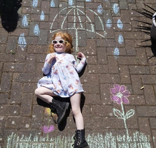 Clever chalking using your little sister as a prop