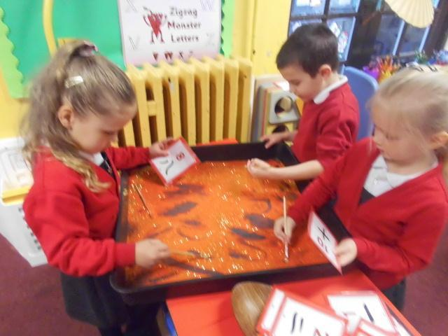Practicing Chinese numbers in a sensory tray.