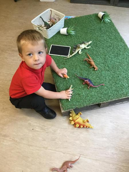 Dinosaur play..with sound effects!