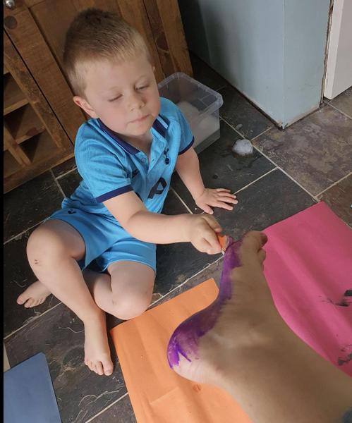 Fun painting Mummy's feet 🦶