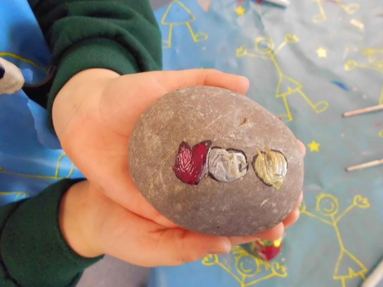 to decorate pebbles.