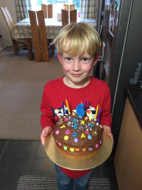 E made R's cake
