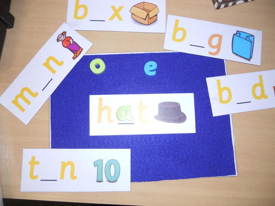 Finding the middle sound - magnetic letters
