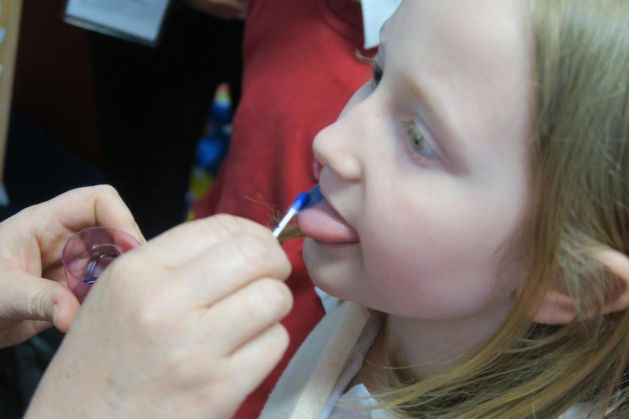 blue dye helps to identify our papillae better