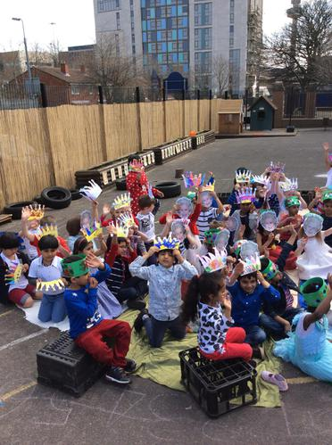 We loved having a tea party outside 🎈🎉🍰🍓