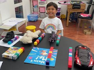 Gio's measuring with cubes
