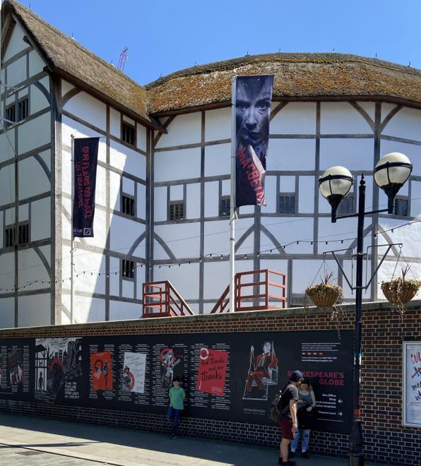 Abdul - Walk past the Globe Theatre