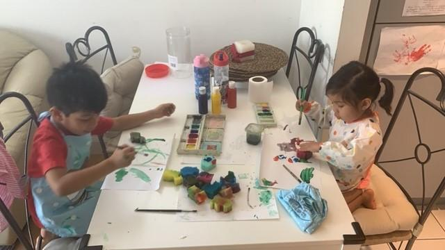 Mateo B painting with his sister Aria