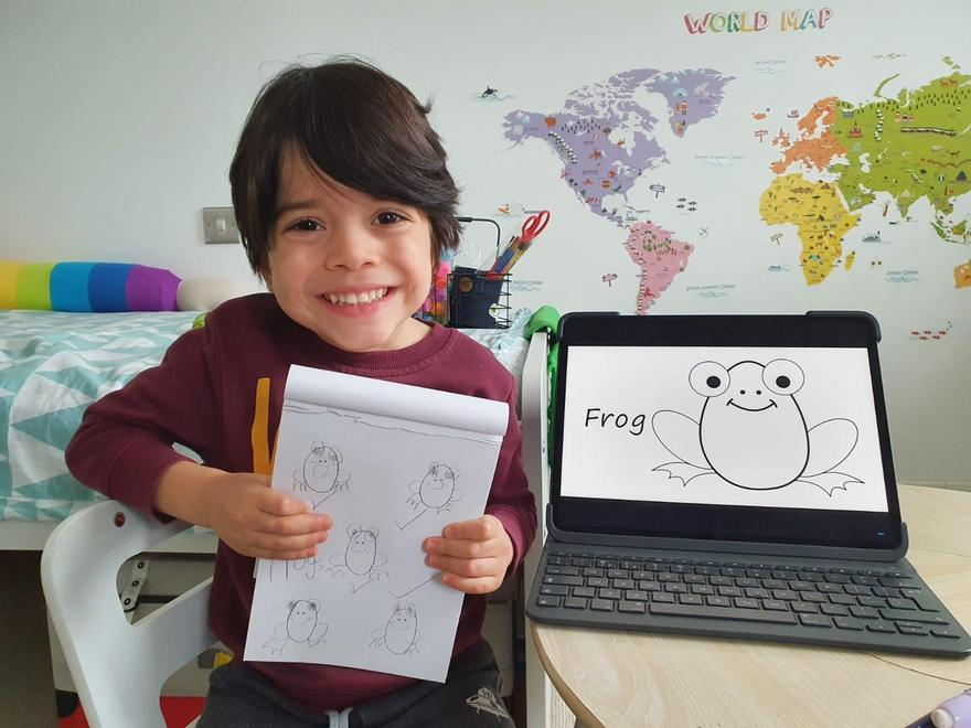 Thomas learns to draw frogs