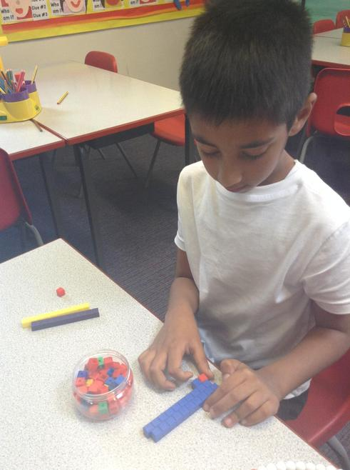 Learning number bonds using concrete materials