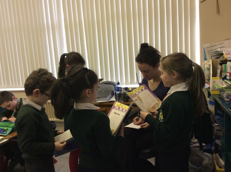 Tara, Eabha, Aidan and Joanne reading with Miss Malone
