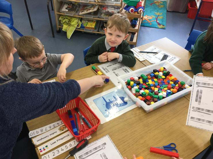 Lorcan and Aodhan used cubes to measure the length of different classroom objects