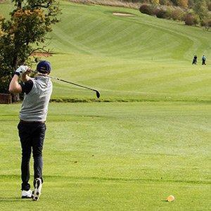 Mrs Venn loves to play golf.