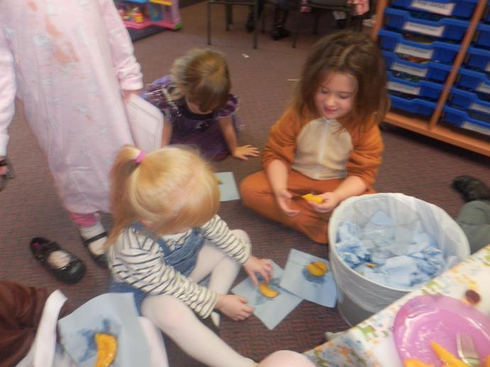 The children tasting a peach.