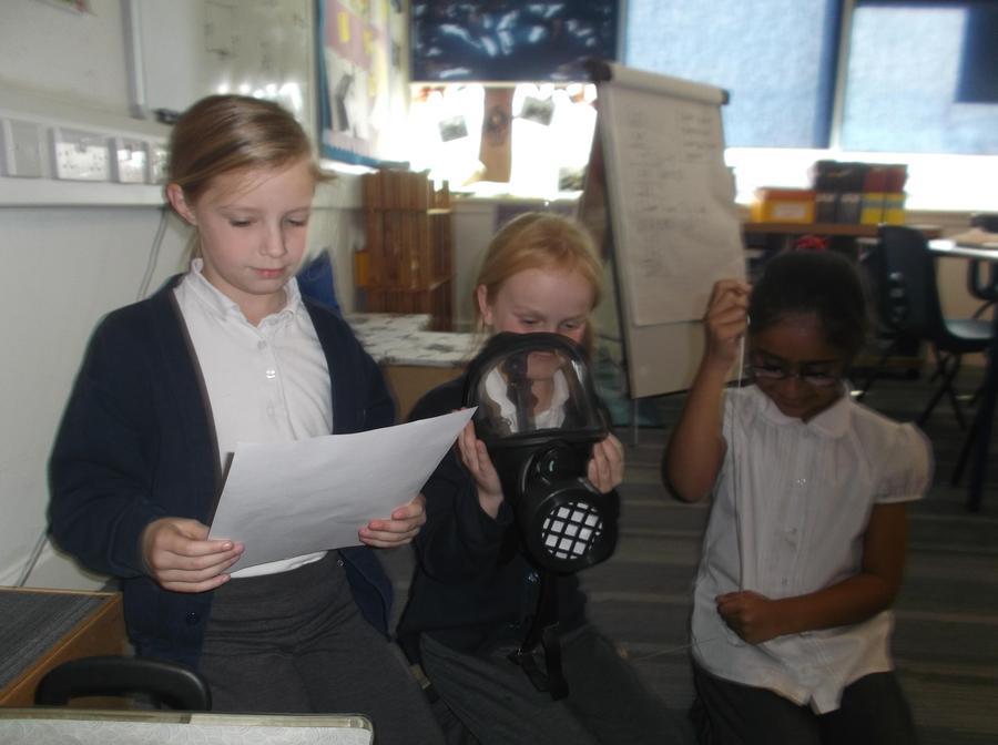 Year 4 - Evacuees' - Looking at artefacts