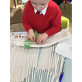 DT weaving to make a basket to carry a cake