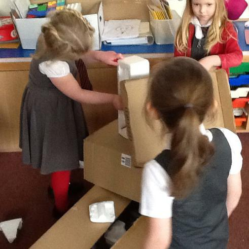 Using boxes and tubes to make a dinosaur