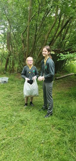 Pupils from Y6 volunteered to remove litter from around the outdoor areas of school