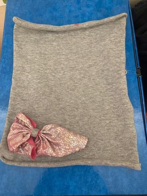 grey snood with pink bow