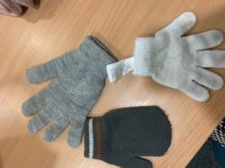 Assorted single gloves