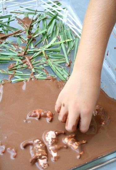 Pigs in mud sensory play