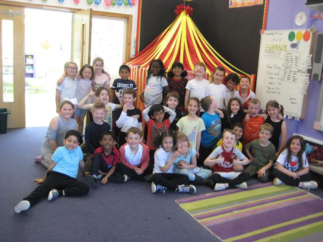 We had a fantastic day, learning new circus skills using balls, flower sticks and hula-hoops!