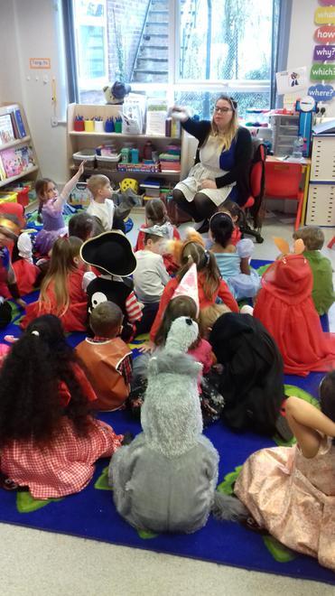 Miss Deweer telling Spanish Bulls a story