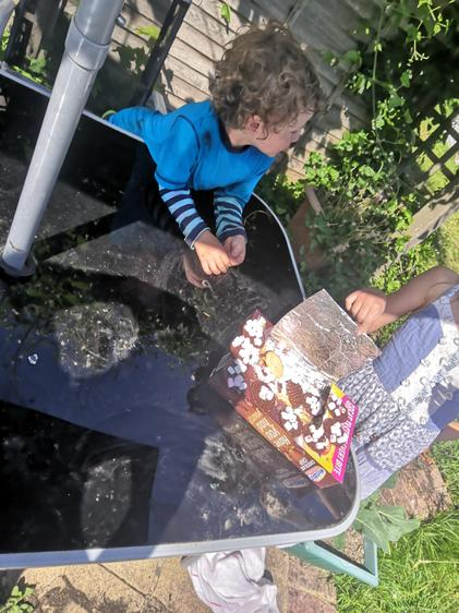 'Solar Oven', Lydia (Class 3) and Johnny (Class 1)