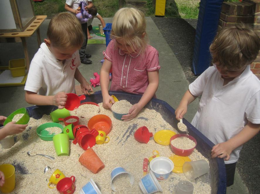 Filling containers with porridge