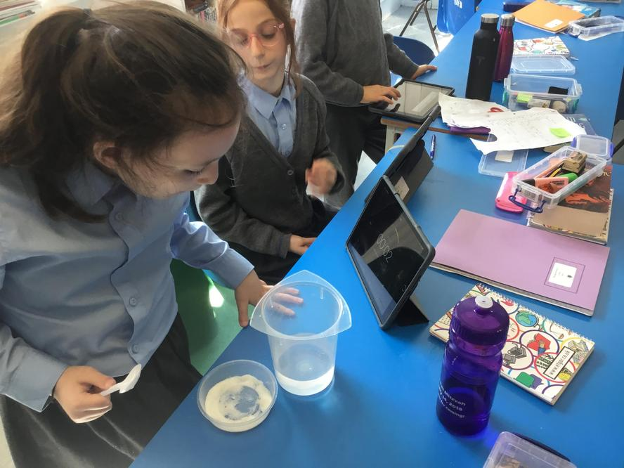 Does the amount we stir effect the rate a material dissolves?