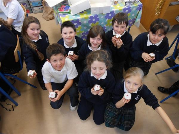 Christmas Pudding Cupcakes 013