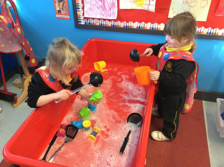 Using a selection of resources for filling and pouring containers. 💦