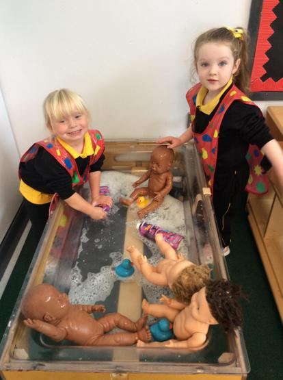 Washing babies in the water tray! 💦
