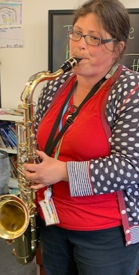 We listened to the saxophone. It was the same sound as the tiger from 'Whistleless'.