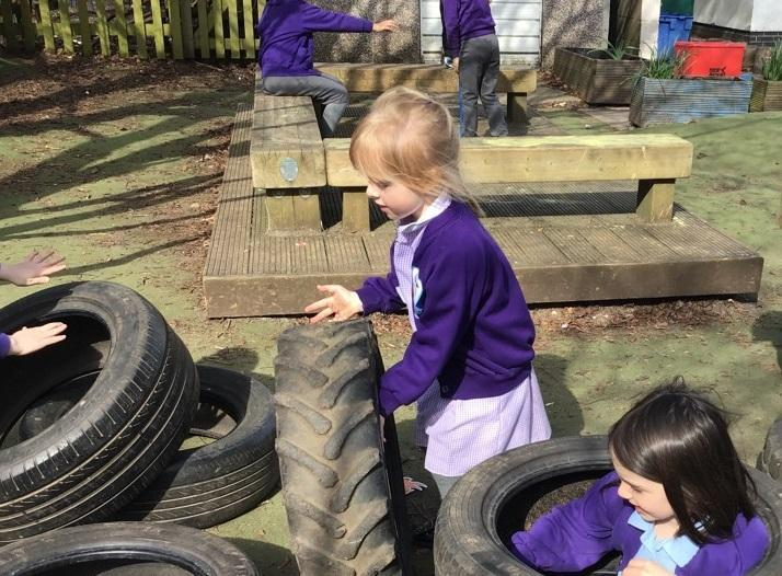 Building with tyres