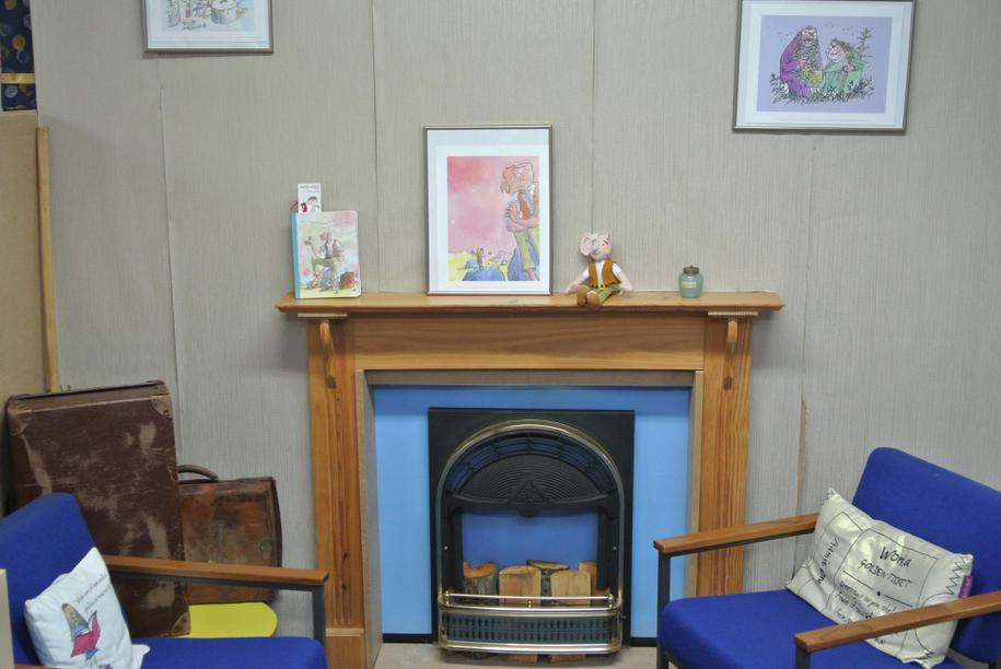 Roald Dahl fireplace area