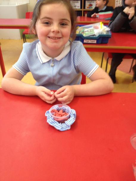 O made  a flower using her soff mo tub & scrunchie