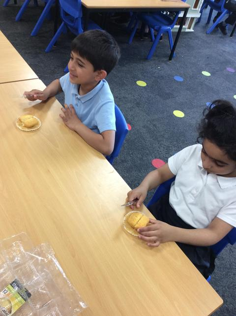 Maths - fractions: halves and quarters