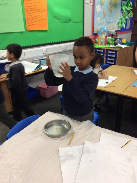 Muhammed checks where the litre mark is.