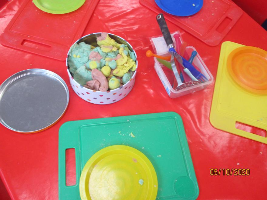 Making sausages, potatoes and peas using playdough modelling skills
