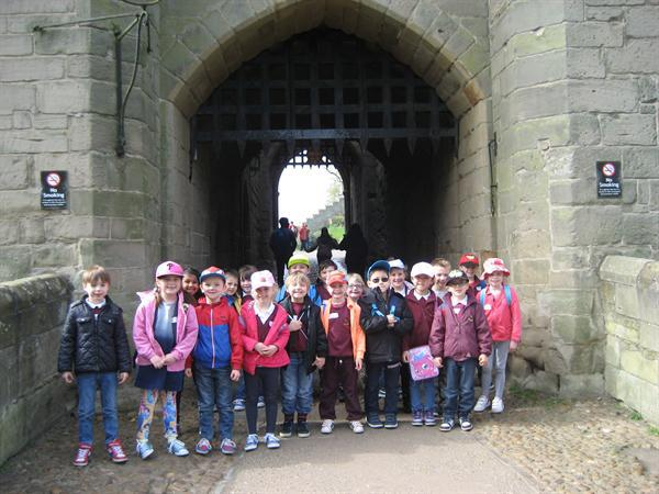 Arriving at the castle,can you see the portcullis?