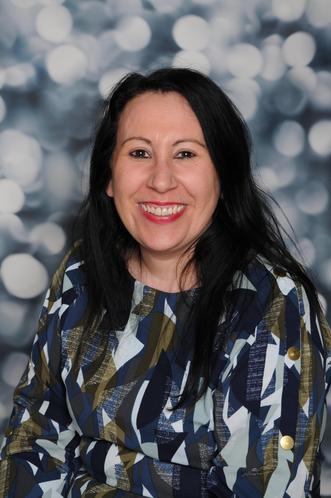 Nina Isma'il - Business Manager