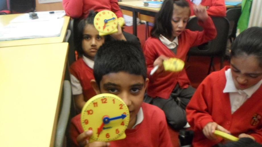 Telling the time minutes past and to the hour.