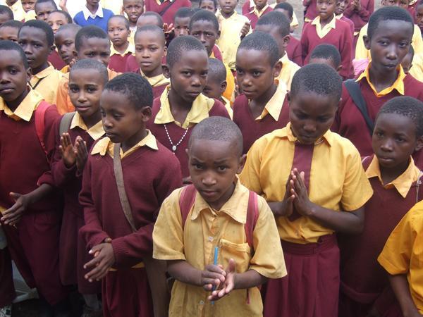 Children saying prayers just like us
