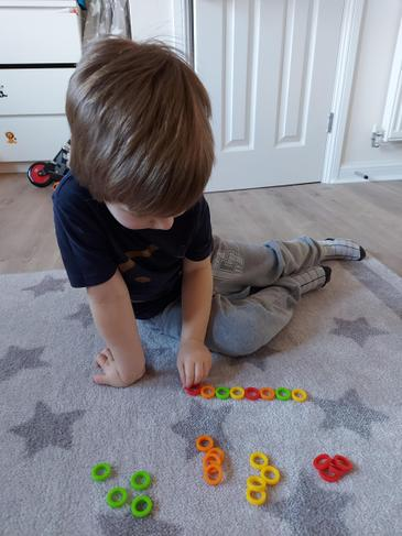 Kacper making repeating patterns.