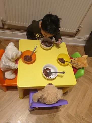 Yusuf set the table using 3 bowls, 3 spoons and 3 teddies.