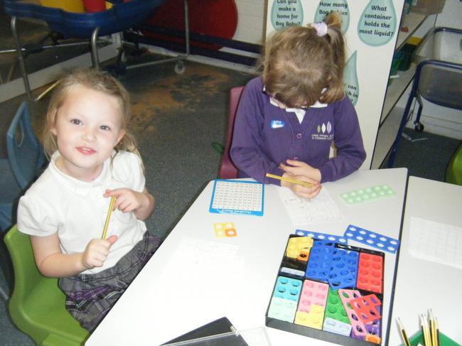 Using the Numicon to find ways to make 5 and 6