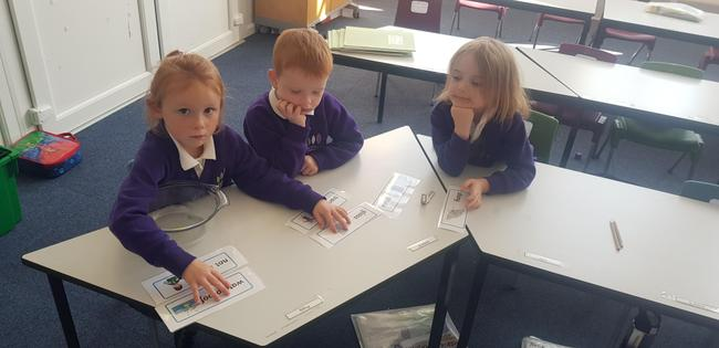Sorting words to describe materials.