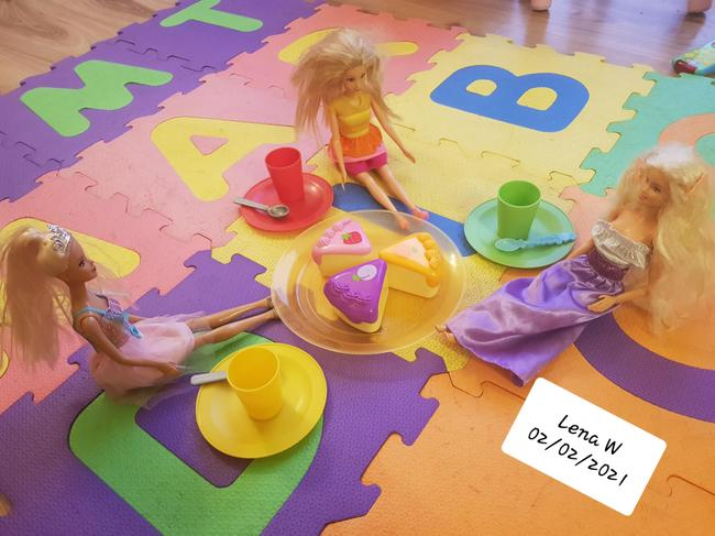 Lena W's Barbie picnic. I can see 3 plates, 3 cups and 3 snacks.