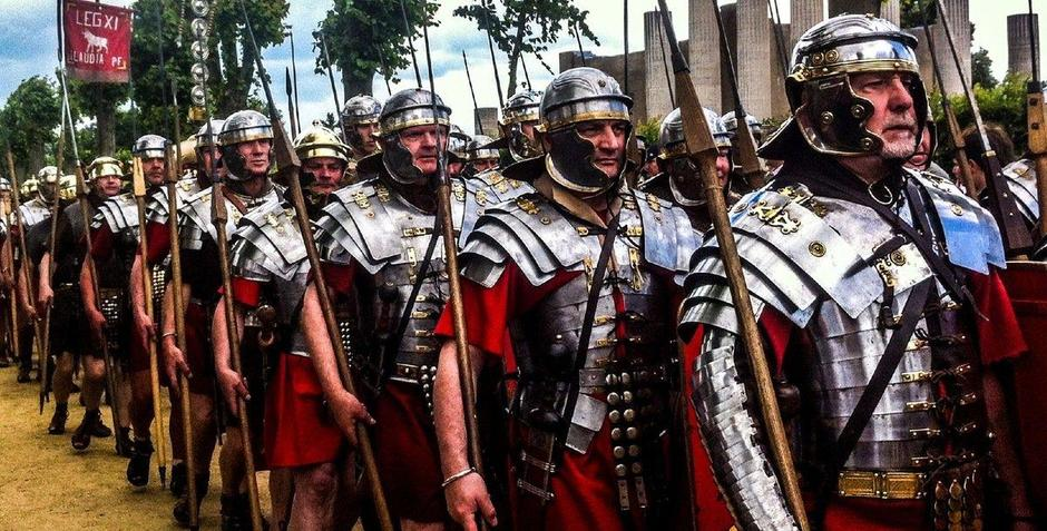 AD43 Roman legions leave Rome ready to invade.